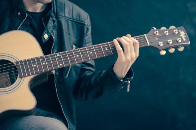 Apprendre la guitare seul
