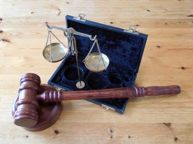 se faire aider par un avocat quand on est un migrant