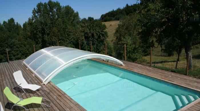 Abris pour une piscine