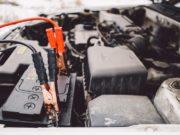 Batterie de voiture complètement déchargée