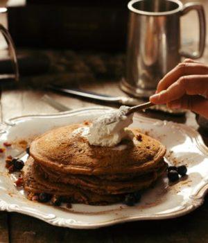 préparer un petit déjeuner américain